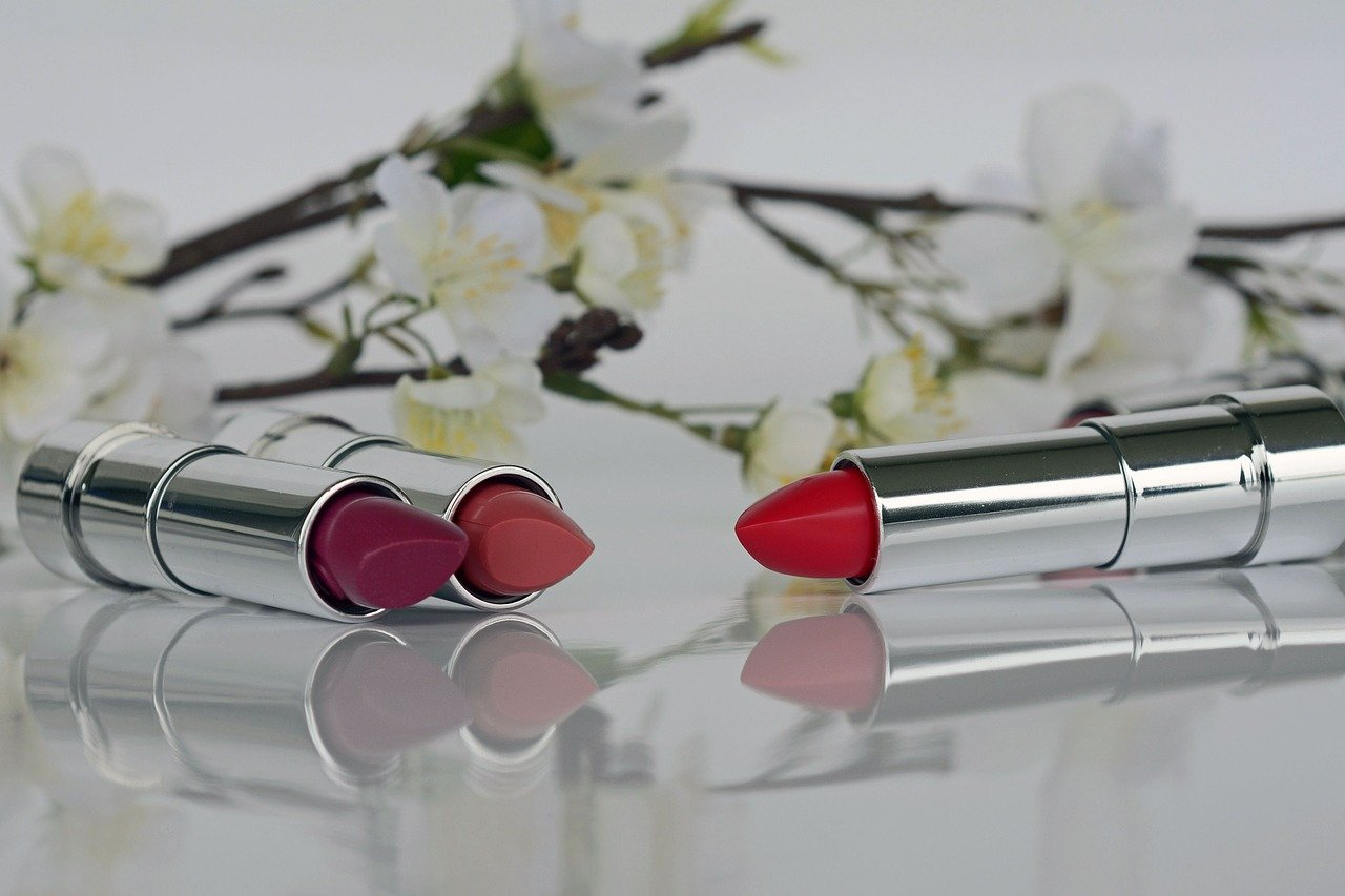 Agar Bibir Terlihat Sempurna, Ini Tips Memilih dan Memakai Lipstik Matte Agar Tahan Lama